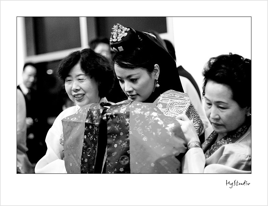 http://hystudio.files.wordpress.com/2008/01/bowers_museum_korean_wedding_ceremony_20080104_03.jpg